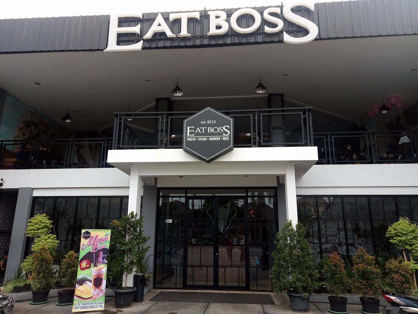eat boss cafe tegal, tampak depan
